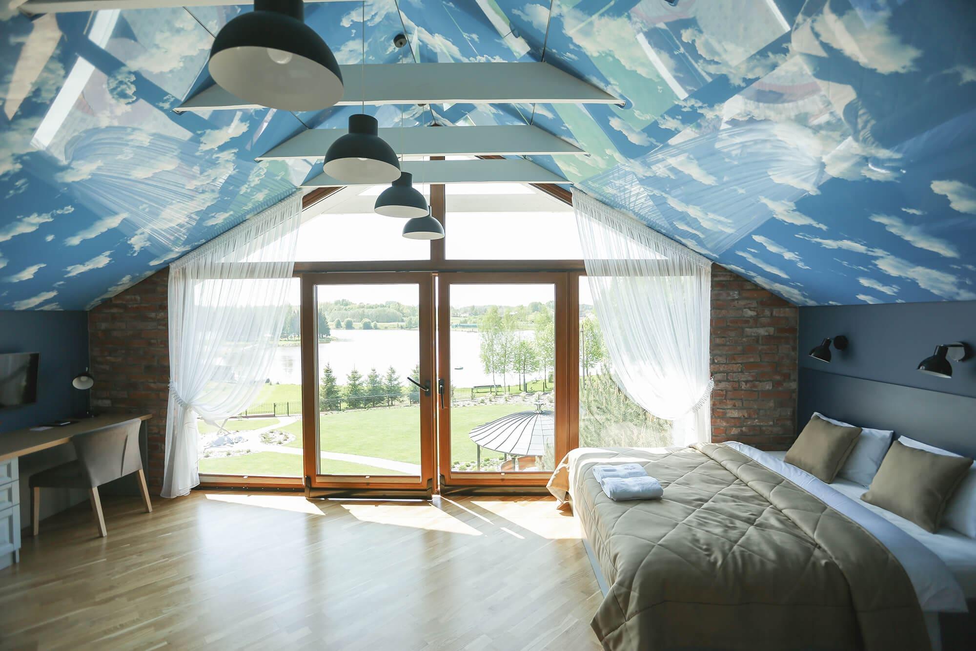 """Erdvus svečių kambarys """"Sky"""" su vaizdu į tvenkinį"""