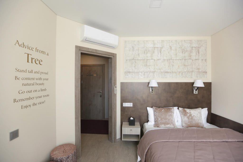 Birch svečių kambarys su vaizdu į beržų liniją